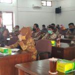 Guru dan Pegawai Tidak Tetap di Kabupaten Pemalang mengikuti dengan seksama rapat kerja Komisi D, DPRD Pemalang, Kamis 21 Desember 2021 (foto: Abimanyu/daulat.co)