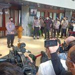 Ketua Komisi III Herman Heri dan Calon Kapolri Komjen Pol Listyo Sigit tengah menggelar konferensi pers di Gedung DPR RI, Senayan, Rabu 20 Januari 2021 (Foto: sumitro/daulat.co)